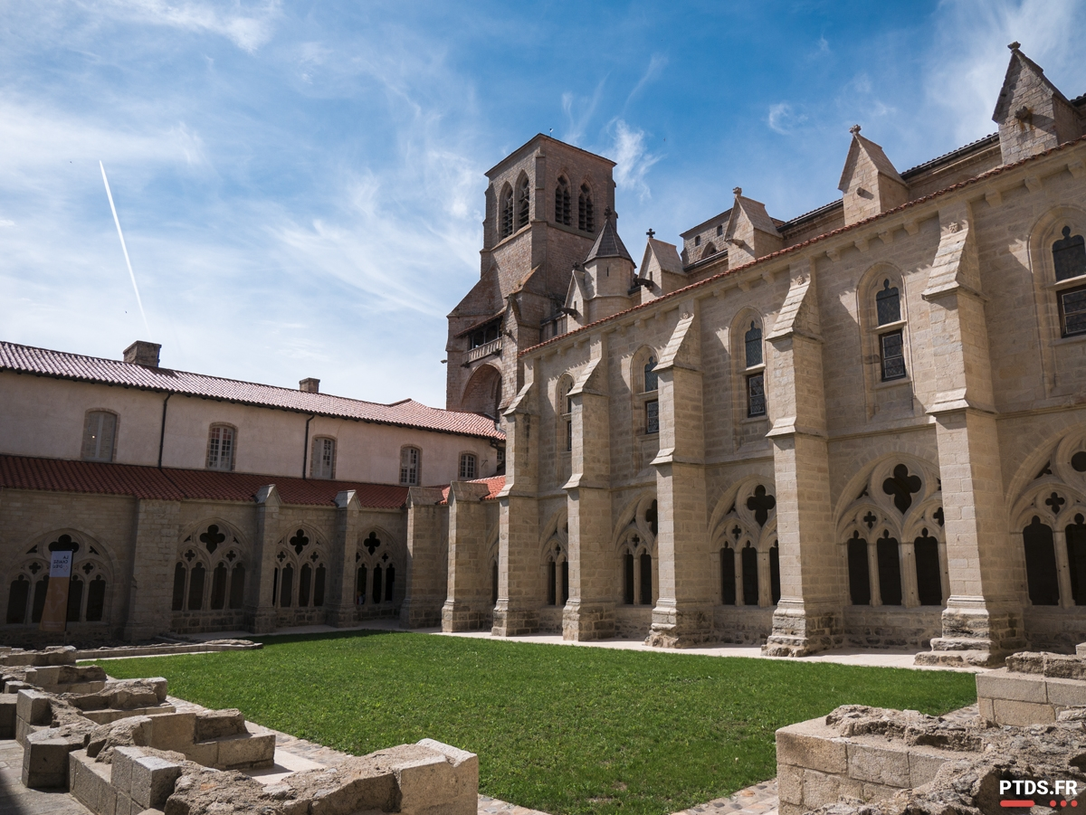 Vacances en Haute-Loire : l'Abbaye de la Chaise Dieu.